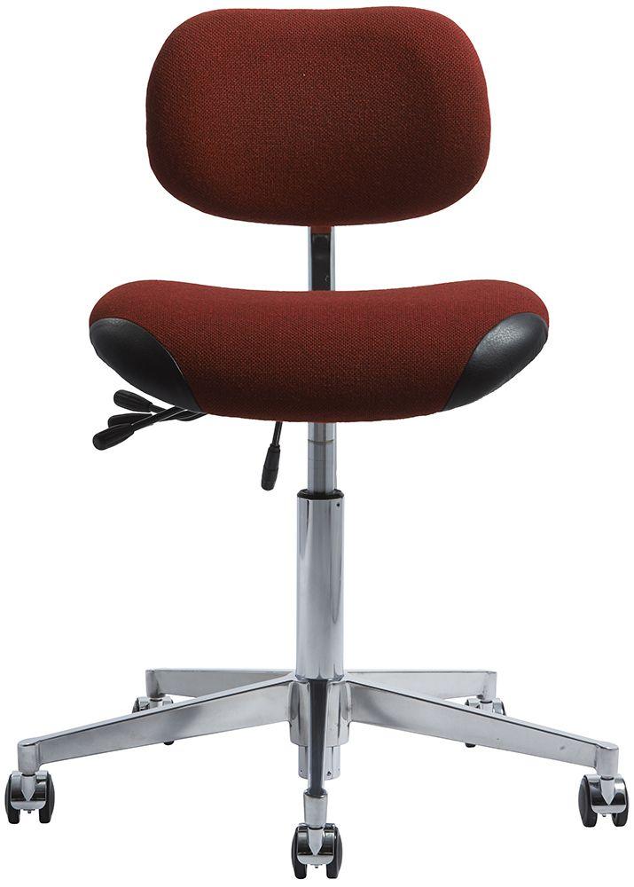 VL66 er en kontorstol designet i 1962 af fabrikant og indendørsarkitekt Vermund Larsen