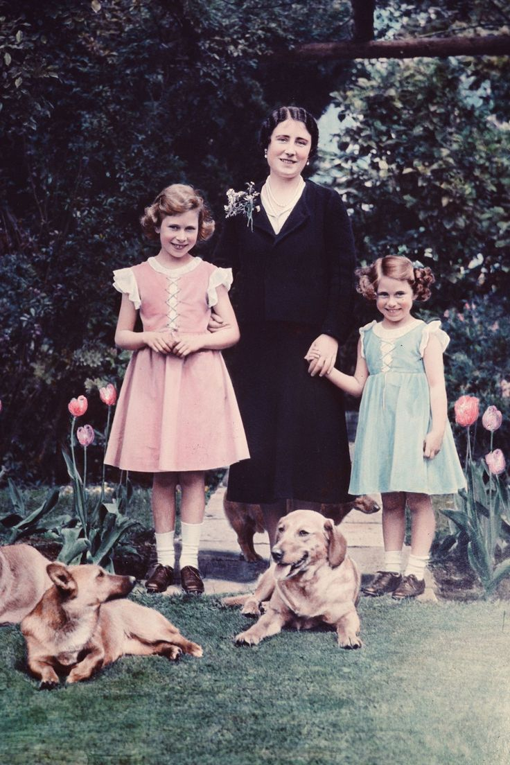 Duchess of York, Princess Elizabeth and Princess Margaret Rose  - HarpersBAZAAR.com