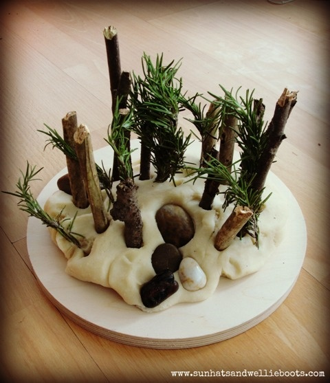 Natural Nature Play Dough. Recipes for natural dough, with ideas for nature…