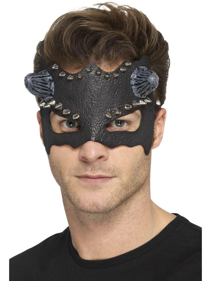 Pirumainen maski.