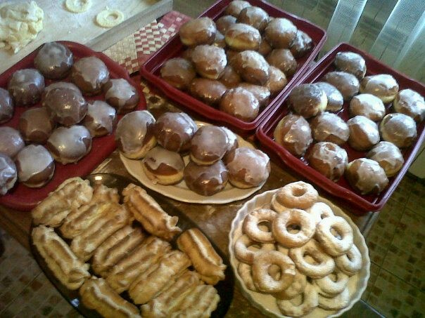 """Well... quality is not so good but... the food is, for sure! :) Donuts and éclairs for polish """"Fat Thursday"""""""