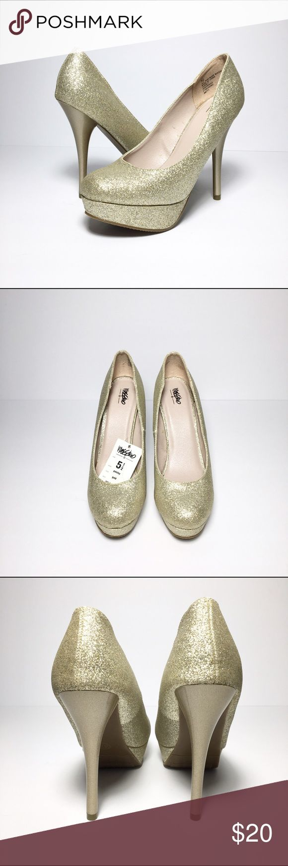"""*NWT* Mossimo Paisley Gold Glitter Platform Pump Pretty gold glitter pumps from Target with tag still attached! These have never been worn, just tried on. There is some glue from the shoe on the inside of the shoes but you can't see it when you're wearing them. Love these shoes, they're perfect with a little black dress for a night out!! 1"""" platform, 4.75"""" heel Mossimo Shoes"""