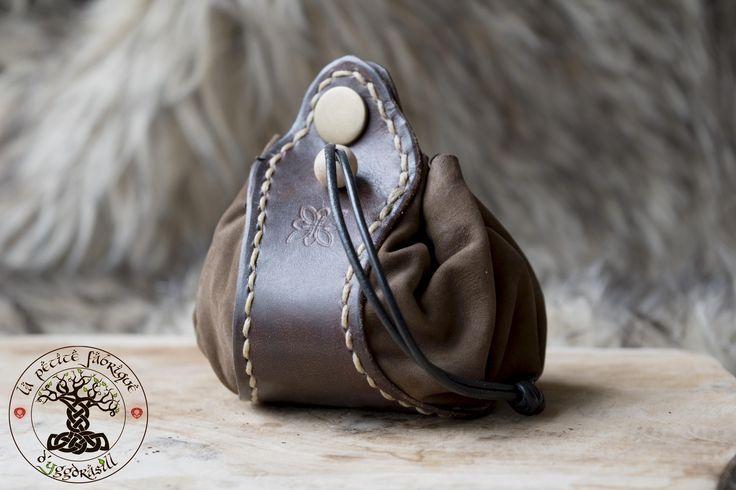 Bourse en cuir marron (maroquinerie) porte monnaie médiéval : Autres sacs par petite-fabrique-yggdrasill