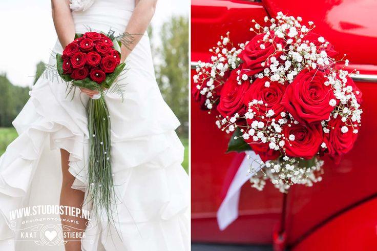 #bruidsfoto #bruidsfotografie #ouddorp #zuidland #rood#kever #trouwauto #trouwfoto #fotograaf-hellevoetsluis #molen #roses #rode-rozen #bruidsboeket Milou en Hans trouwen op een mooie september zaterdag in Zuidland, ze zijn terecht trotse ouders van dochter Nadia die deze dag natuurlijk bruidsmeisje mag zijn. De unieke buitenlocatie is de achtertuin van het ouderlijk huis van bruid Milou. Een waar paradijs waar je zelfs in eigen druivenkas kan…