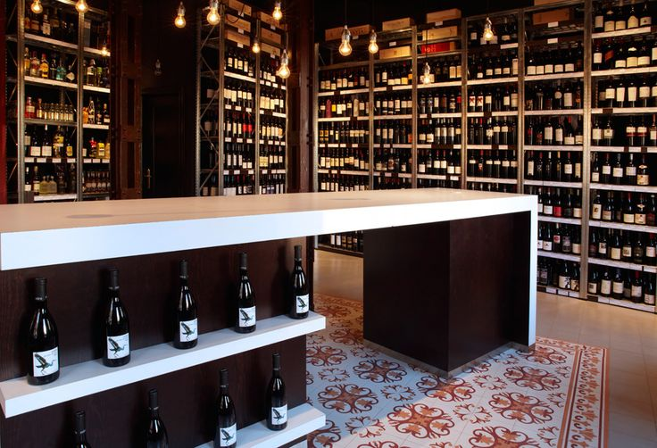 Mostaza Design | Vino & Compañía | Madrid | Wine Shop | Interior design | #retaildesign #mostazadesign #wine #shop #vinoycompañia #interiordesign #interiors #retail #counter #hydraulictile