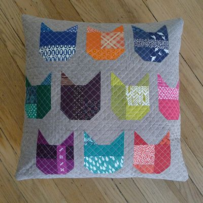 Free cat block and pillow instructions @ Janome website