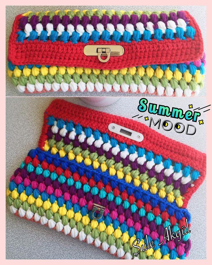 "Sevgili @busem_kachan Busem çok doğru yazmış izniyle... ""Bahar geldiyse çantalar fora...""  summer mood   #clutch #bag #clutchbag #black #siyah #kadife #knitting #diy #doityourself #instagood #instadaily #instalike #cute #pretty #handmade #handcrafted #elemeği #sweet  #butik #hobi #hoby #hobitasarim  #craftastherapy #crochê  #ganchillo #crochetlove  #virkning #crochetersofinstagram #crocheter #yarnaddict by suleeakgull"