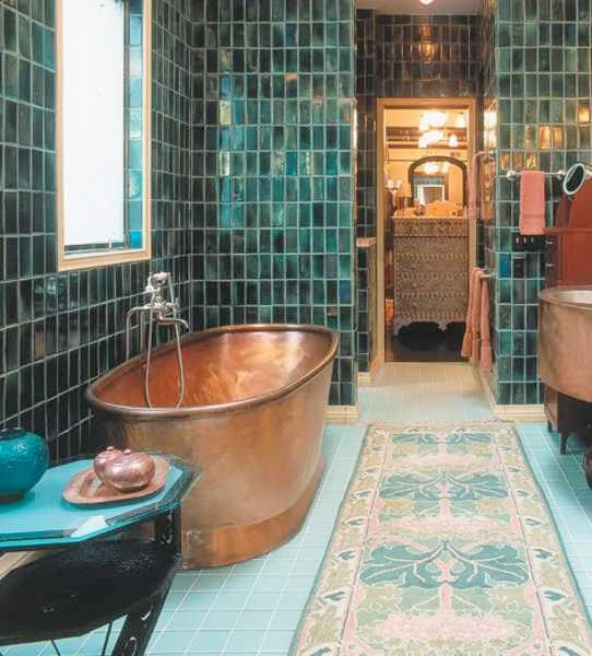 Adore!!!! From Sköna hem - Copper and Blue tiled bathroom. Huge copper tub, perfect for bathing!