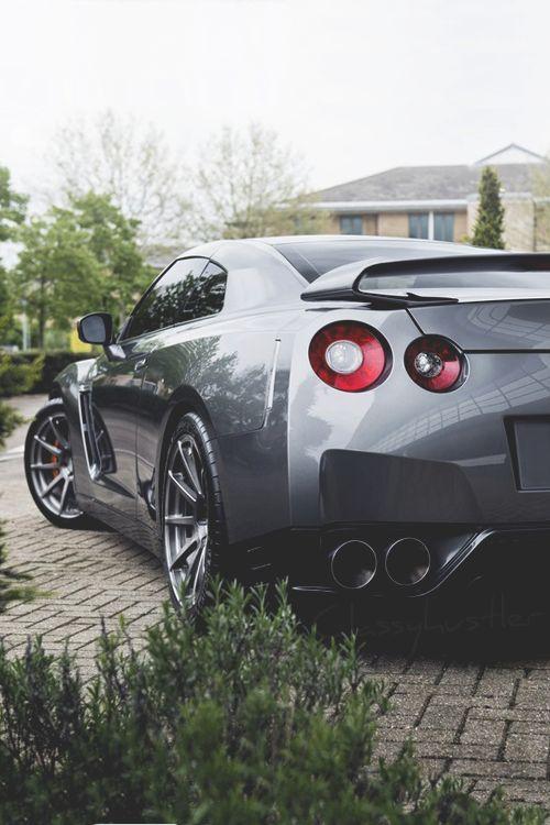 classyhustler:  Nissan GT-R
