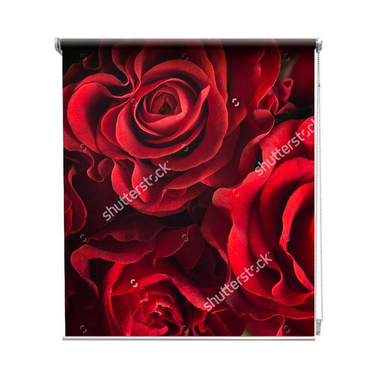 Rolgordijn Rozen   De rolgordijnen van YouPri zijn iets heel bijzonders! Maak keuze uit een verduisterend of een lichtdoorlatend rolgordijn. Inclusief ophangmechanisme voor wand of plafond! #rolgordijn #gordijn #lichtdoorlatend #verduisterend #goedkoop #voordelig #polyester #rood #rozen #roos #bloemen #bloem #boeket #liefde #romantisch