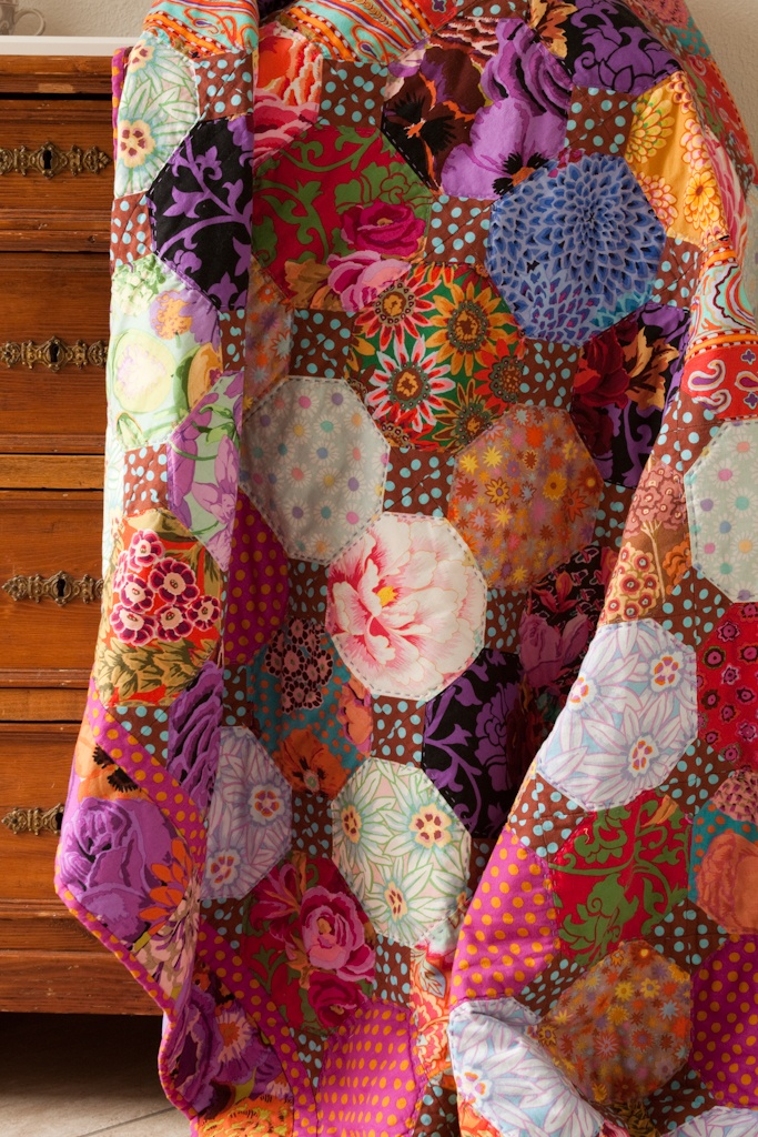 Anja's snowball quilt from Kaffe Fassett fabric and prints.