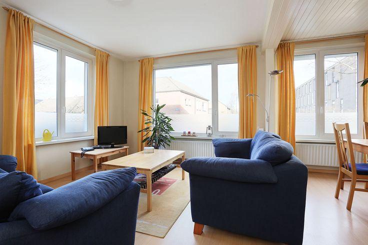 NIEUW! Leuk startersappartement aan de Herenstraat 122 in #Weert. Vraagprijs: € 123.500,- k.k. - Enkele wandelminuten van het stadscentrum; - Twee slaapkamers; - Ruime woonkamer; - Keuken met balkon op het Zuiden; - Berging in de kelder; - Ideaal voor starters!