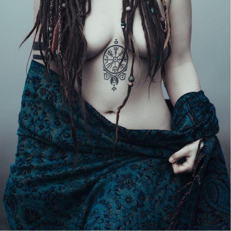 Vegvisir tattoo via Pinterest. Artist unknown vegvisir viking norsemythology norse symbol blackwork blckwrk