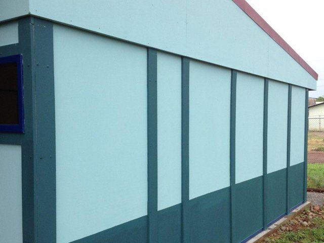 Cielos Acústicos Sistema Constructivo 1000 Revestimientos   El sistema constructivo 1000 es una aplicación para paredes usando las láminas de fibrocemento de 22 mm de espesor. Utiliza la capacidad estructural de estas láminas y las combina con elementos adicionales de madera o metal con el propósito de ofrecer una solución constructiva de alto desempeño. El sistema constructivo 1000 permite resolver, en forma modular, cualquier distribución arquitectónica de edificaciones de un nivel.