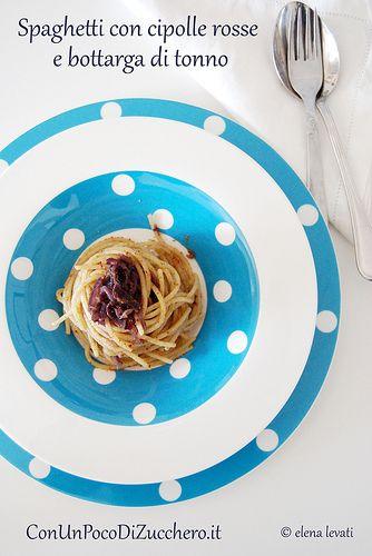 Spaghetti con bottarga di tonno e cipolle rosse: http://conunpocodizucchero.wordpress.com/2014/05/13/spaghetti-con-cipolle-rosse-e-bottarga/