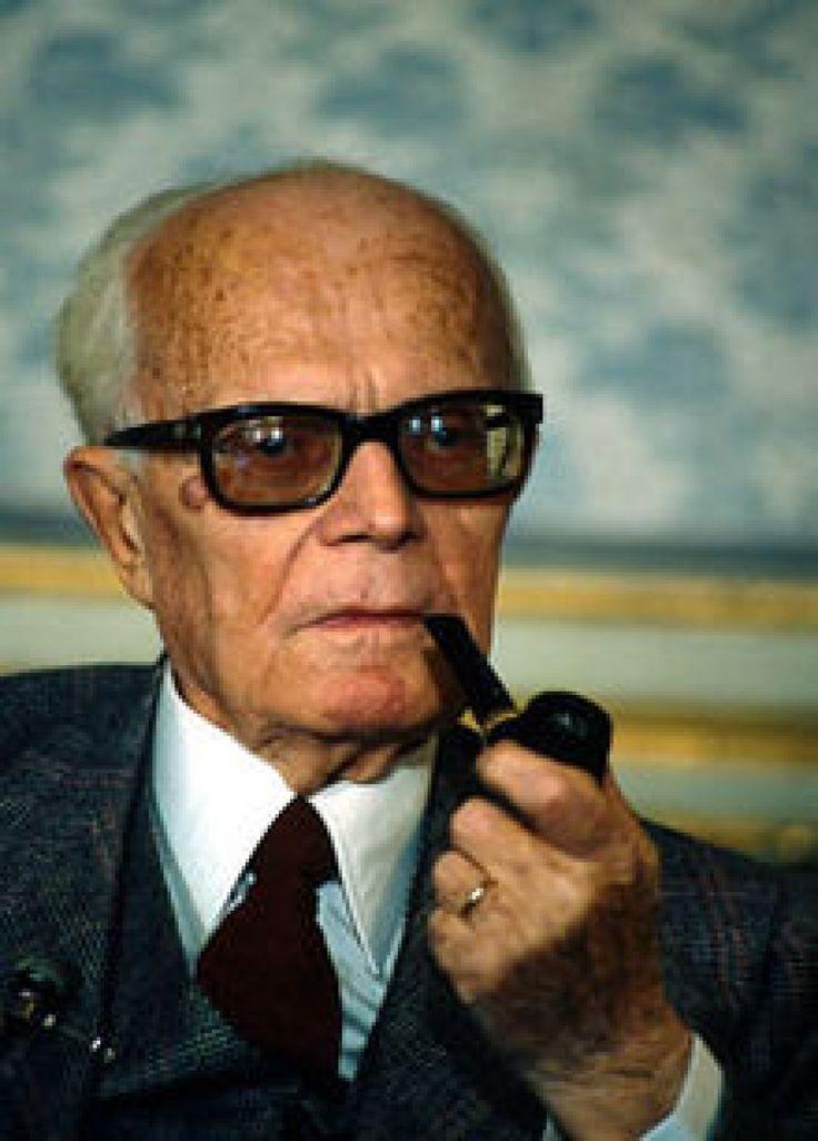 Sandro Pertini (25 settembre 1896 - 24 febbraio 1990) ... politico come dovrebbero esserlo tutti: onesto! Mi manchi :)