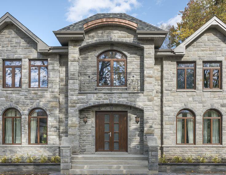 Classic and castle style stone siding Rinox Lugano stone - Moorecrest color