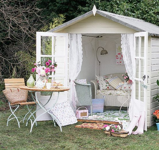 This is a really cute shed living space... Now I just need to decide which I want at the bottom of the garden: a shed or a studio or a greenhouse...