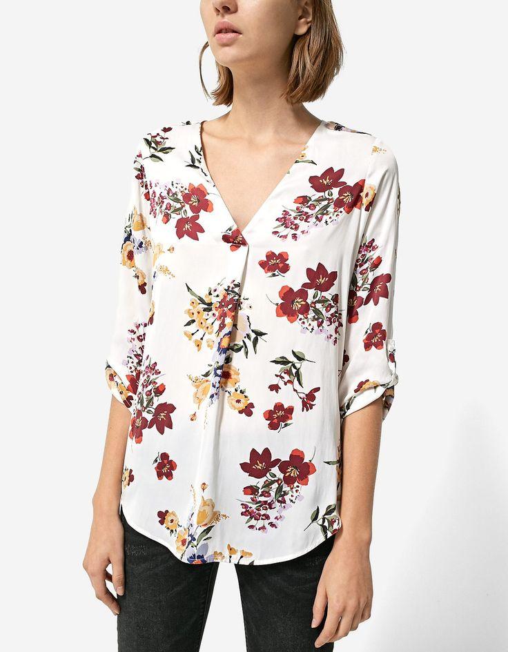 Floral print V-neck shirt - T-shirts | Stradivarius Hungary