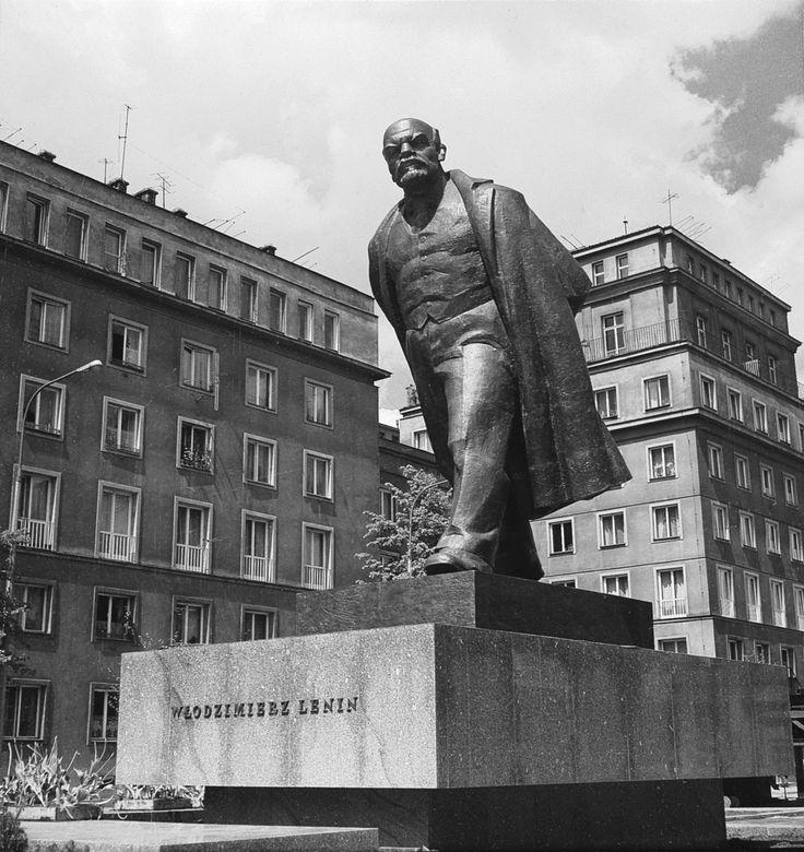 Krakow - Nowa Huta - Aleja Róż Pomnik Włodzimierza I. Lenina Autor: Marian Konieczny foto Henryk Hermanowicz ca 1973