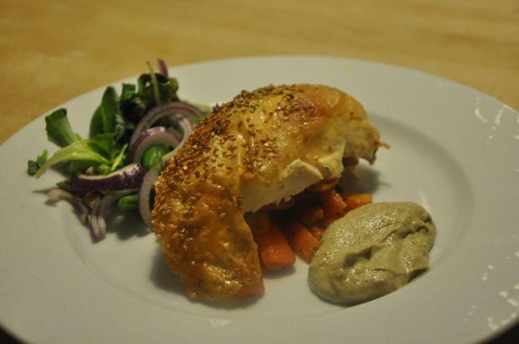 Hel Kylling med grønsalat med broccoli og ristede mandler og
