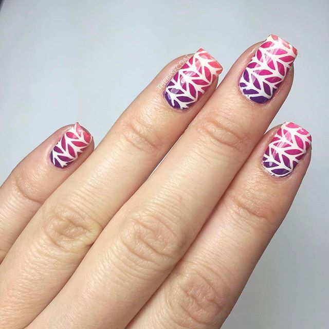 Take your herringbone/knit nail stencils into spring by using them with bright colors! ••• Products Used: Nail Stencils: TheBaseCoat Herringbone Pattern (🛒 Shop for these at the link in bio). Base Coat: @nailtekofficial 1. White: @essiecanada Blanc. Purple: @chinaglazeofficial Grape Pop. Pink: @OPI_products Spare Me A French Quarter. Orange: @wetnwildbeauty Club Havana. Liquid Nail Tape: @cuticulanailtape. Top Coat: @sechenails Vite ••• #herringbonenails #herringbonepattern #gradientnails…
