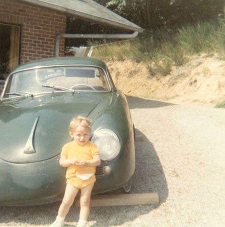 Déjà attiré par les voitures… Der kleine Philippe vor dem Porsche 356. Magnifique!  Bild: Philippe Laurent