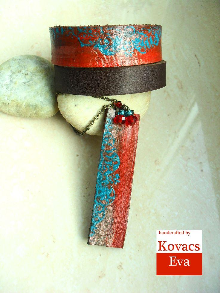 Kézzel festett piros és türkiz bőr karkötő és nyaklánc. Hand painted red and turquoise leather bracelet and necklace.
