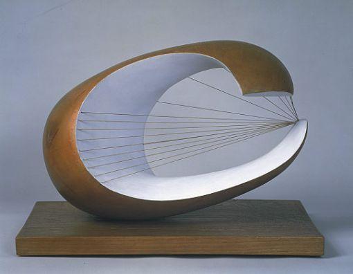 een combinatie van: een organische/open vorm met geometrische strakke lijnen.