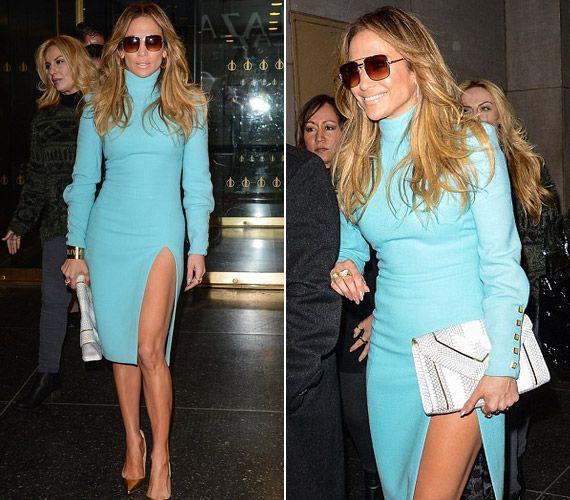 Merészen felvágott ruhája miatt bámulták J.Lo-t