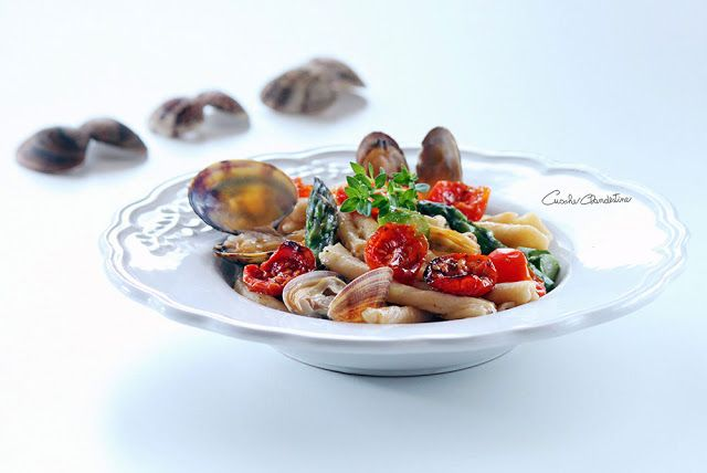 Cuoche clandestine: Pasta with clams, asparagus and tomatoes confit - ...