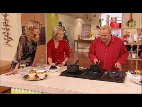 How to flambé your Christmas Pudding (Mary Berry, Antony Worrall Thompson)