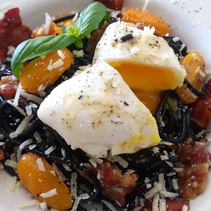 Today's lunch was Nero di Seppia spaghetti Carbonara. Cuttlefish fish ink pasta tossed with egg, parmigiano, bacon, garlic and topped with a poached egg (and some tomatoes just to brighten it up a little). Enjoy your day! @zimmysnook