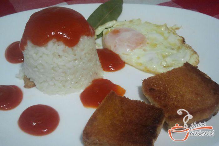 Deliciosa receta de arroz a la cubana.    Descubre la receta: http://www.platoscaseros.es/recetas-de-arroz/arroz-a-la-cubana
