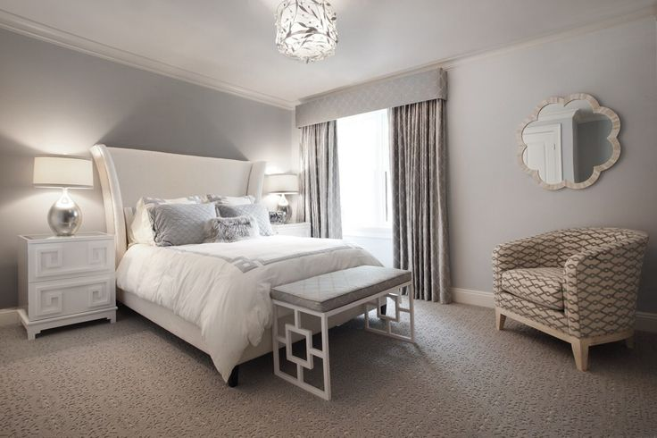 http://gorgeoushomedecor.com/pictures/2014/06/New_York-Bedroom-bench-beige_armchair-beige_bed-beige_carpet-beige_headboard-bone_inlay_mirror-drum_ceiling_light-gray_curtains-gray_throw_pillow-gray_valance-gray_wall-greek_key_nightstand-silver_tab.jpgからの画像