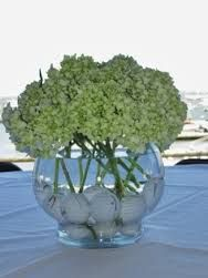 golf themed wedding centerpieces - clearly we know hydrangeas are my favorite :-) @allyymorley