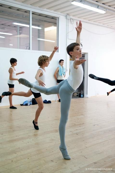 the world needs more men ballerinos | Ballet, Dança ballet, Bailarina