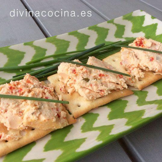 Esté paté de bacalao y pimientos es perfecto para picoteos y cenas informales. Se puede servir en tarrina para untar sobre unas tostaditas. Puedes servir también como relleno de tartaletas.