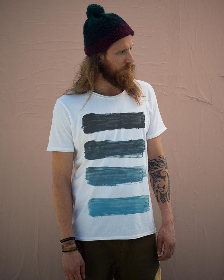 Confira as diversas opções de camisetas masculinas personalizadas com visual e preços incríveis. Vista-se com estilo sem gastar muito!