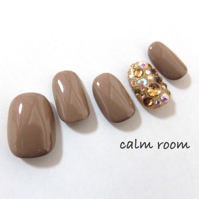 GREAT Fall color with rhinestones! | nail art ideas | unas | round nails