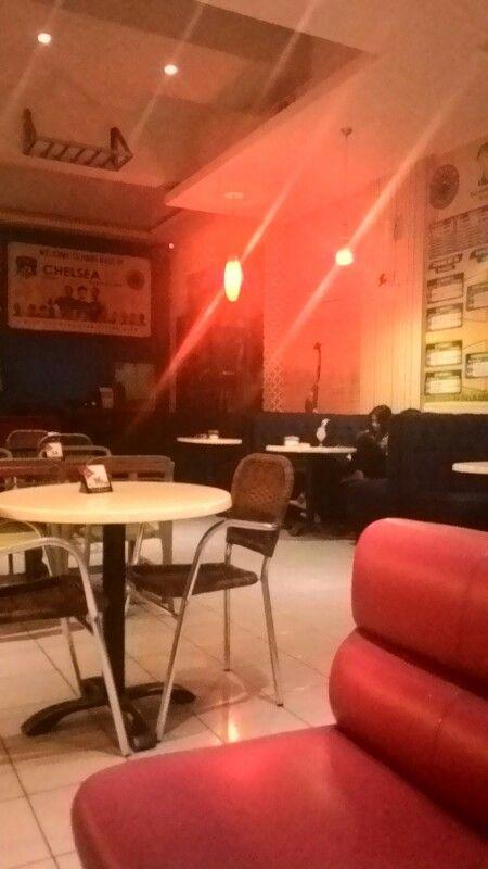Roemah Kopi, Jl Sultan Alauddin, Kota Makassar. Diabadikan menggunakan Smartphone Asus zenfone 5, Kamis (11/12/2014) malam.