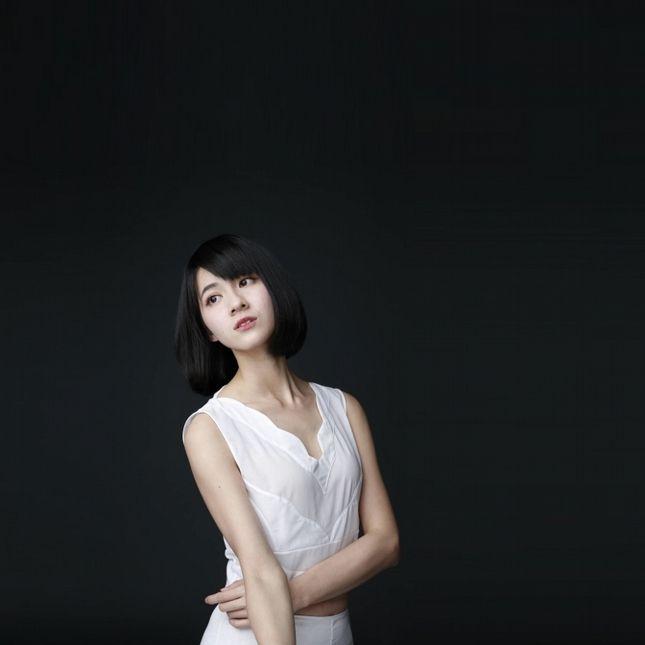 連俞涵 空靈少女3.0 | GQ瀟灑男人網