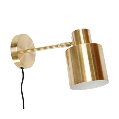 Her kan du finde din nye lampe fra Hübsch. Lampen er i messing og med sort ledning. Se vores store udvalg af flotte lamper fra Hübsch.
