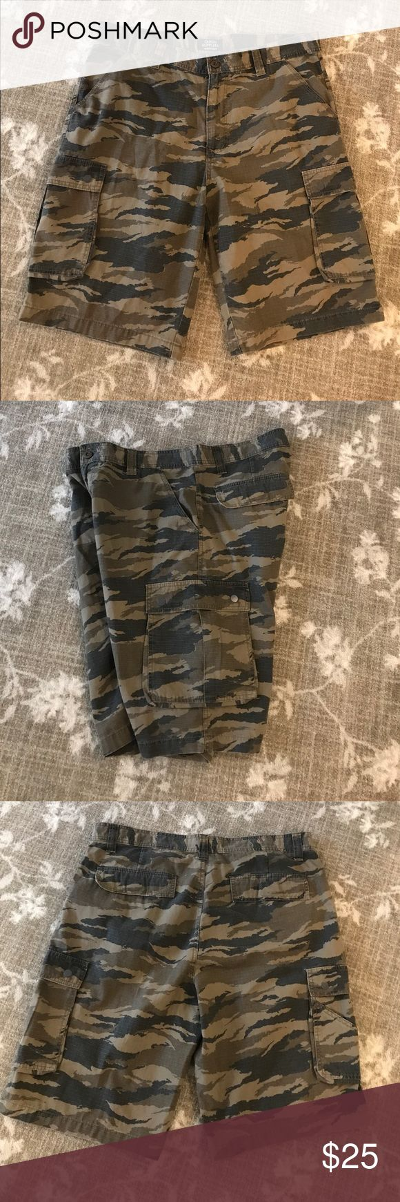 Men's Size 38 Camouflage Shorts👌🏼 Men's size 38 camouflage shorts. Velcro pockets in the back. Pockets on the sides (snaps). Pockets in the front. Worn before. I'm great condition😉 Cargo Supplies Shorts Cargo