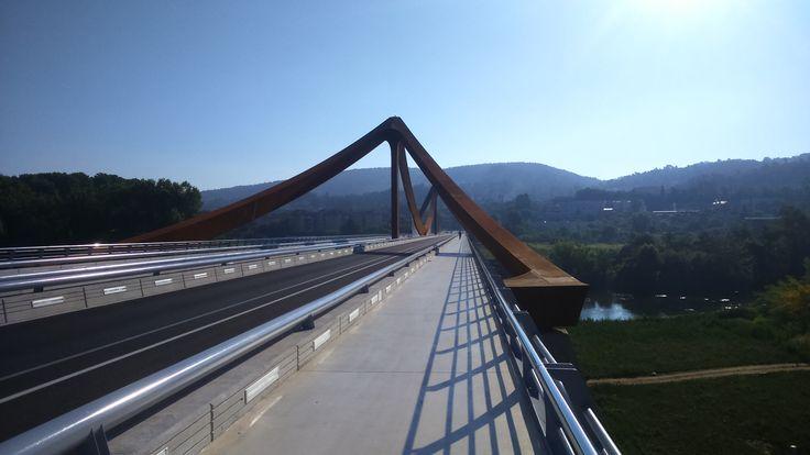 El nou pont sobre el riu Ter