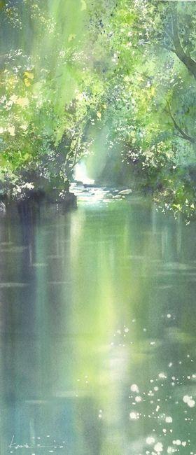 Je vois une partie d'une rivière à travers une forêt. C'est une peinture aux couleurs verdâtres et elle est faite avec le souci du détail, nous pouvons même voir le reflet du soleil qui passe entre les arbres pour venir se réfléter sur l'eau. Je ressent de la solitude et du calme, car c'est vide, il n'y a qu'un paysage, sans émotions...