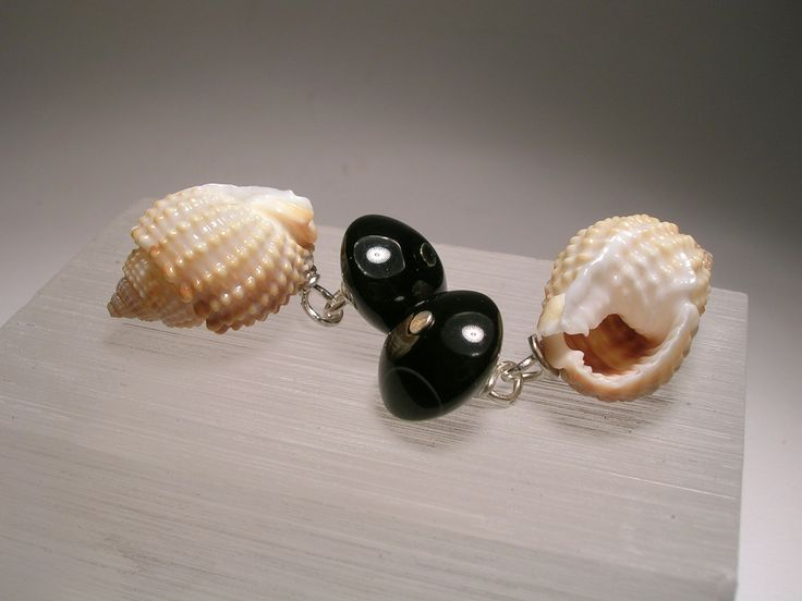 Gentlemen's Cufflinks with conical shell and onyx. Shop now: http://www.giuliasorvillodiserino.com/en/sea-shell/60-gemelli-con-conchiglia-conica-e-onice-piatto.html  #gentlemen #cufflinks #seashell