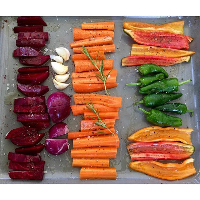 Oven veggies for pedants. 😂 #instafood #cooking #simple #simplepleasures #vegetables #summerfood #whatscooking #vitamins #healthyeating #fit #redbeet #carrots #peppers