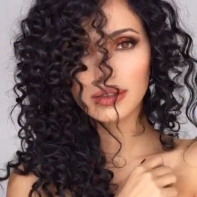 @glamhairartist shares Flawless Spiral Curls: Using a wooden pencil to wrap the hair, close it with foil and add heat to it then releases the curl.