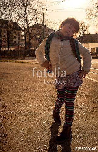 """Laden Sie das lizenzfreie Foto """"Weil ich ein Mädchen bin"""" von Photocreatief zum günstigen Preis auf Fotolia.com herunter. Stöbern Sie in unserer Bilddatenbank und finden Sie schnell das perfekte Stockfoto für Ihr Marketing-Projekt!"""